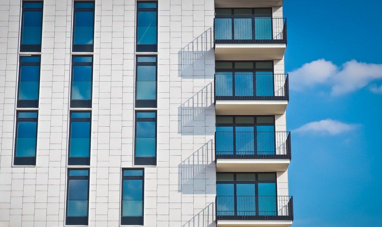Jak dbać o balkon i nasz komfort?