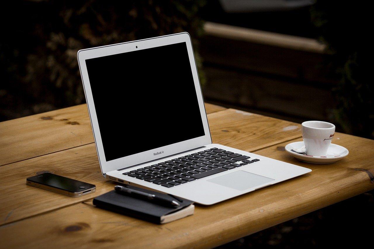 Jak przygotować mieszkanie do pracy zdalnej? Work-life balance